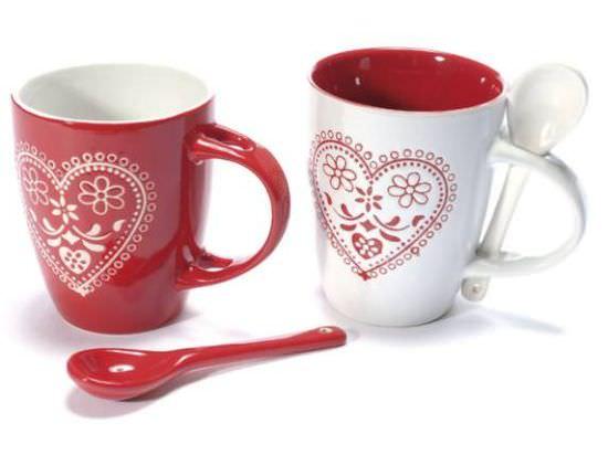 Tazze in ceramica con decoro a cuore