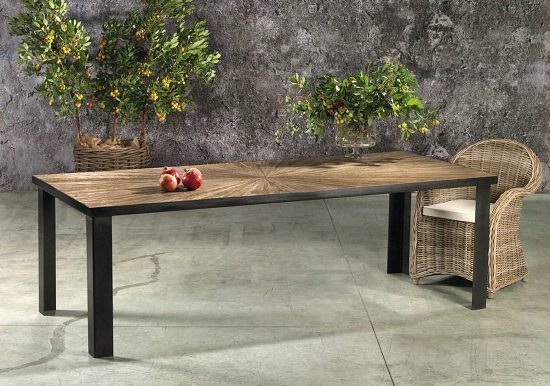 tavolo in legno di pino